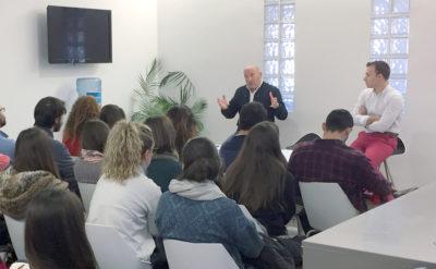 Rafael Campuzano da la bienvenida a los alumnos de veterinaria de la UCV